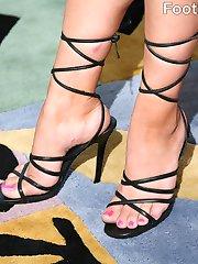 Rachel Milan's peeling feet get fucked