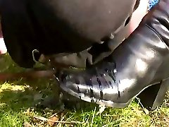 Outdoor pee and foot victim training