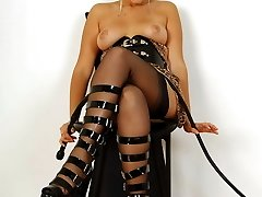 Kinky latex tart whips herself