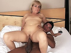 Experienced mature MILF Chamara mouthing a ample pole then goes to work riding cowgirl