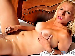 Blonde tranny bombshell masturbating