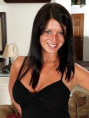 Hot USA MILF showing off her rocking body