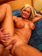 Sensuous MILF getting her cunt cock packed