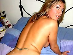 Amateur MILF bangs her younger boyfriend