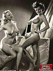 Vintage lesbians showing it