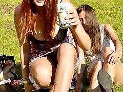 Cool upskirt demonstration on cam