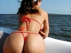 Cam shoots hot close-ups with thong on bubble butts