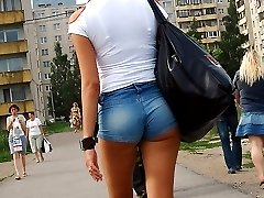 Sexily moving hot booty shorts