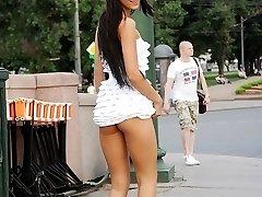 Flashing upskirt booty in the street