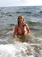 Lovely inexperienced blond came to the seaside to relax and bath in the warm sunshine topless. Check out her nice naked assets humps with insane nipples and round shaped jummy mature boobs.