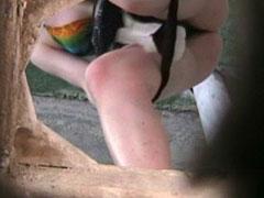 Pee hunter films unsuspecting bikini babe tinkling