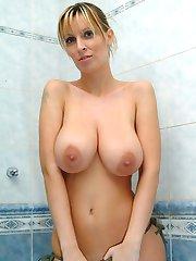 Milly Moris big tits wet in bathtub