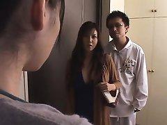 Giapponese moglie violata davanti marito
