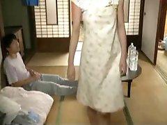 Kocası Dışarı Çıktığında Japonya Mom Getting Fucked