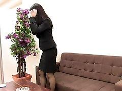 flickan i kostym och stockings onanerar när hon är ensam