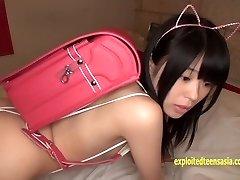 jav adolescente reina tsukimoto se burla de la chica kini, a continuación, parpadea en público realmente lindo amateur en su debut de la película