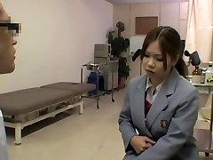 Krussis kuum arstliku läbivaatuse eest suitsetamise kuum Jaapani gal