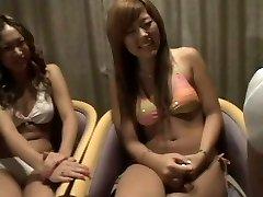 kaks Jaapani tüdrukut vaadates kaks dicks 1 cfnm