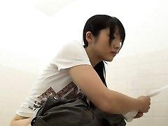Japansk sluts kissa på goldenshower cam