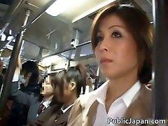 Asiatisk brud har offentligt sex jav