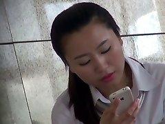 Sexy Asiática Colgando Fuera de la oficina en nylon Shoeplay