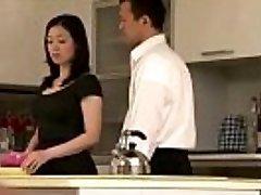 Japon milf ev kadını alıyor
