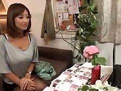 Cachonda Esposa Japonesa, masaje y luego se la Follan