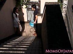 Japonés mamá trucos y pone cara follada