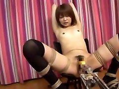 令人难以置信的日本妞美优Sugiura在神话般的小奶子,他妈的机器熟剪辑