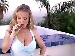 danni ashe de fumer un cigare
