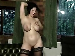 Busty FC babe joue 01
