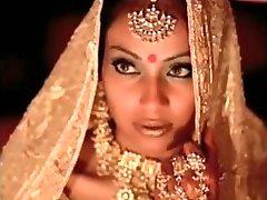 l'actrice indienne bipasha basu montrant tit: