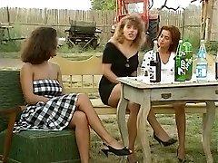 Angelica Bella and Simona Valli in Retro Gang Plumb
