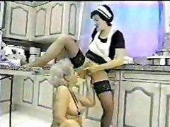Mamie fait fister par sa femme de chambre...f70 de nikon