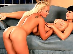 Brunette takes her lover to climax