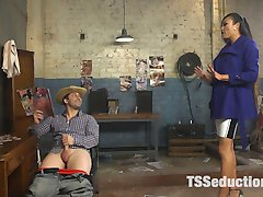 Venus Lux is fed up with Rick Fantana's poor management of her apartment complex. She confronts him while he's on his