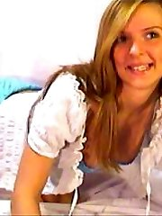 Supah cute coed gets naked infront of the webcam