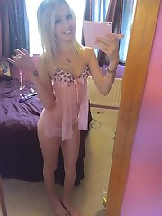 Sexy alternative hottie displays fine body
