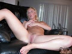 Blonde Amateur Babe Naked In The Shower - Rachael Model
