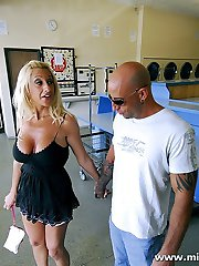 Blonde MILF leaves her laundry to make out with total stranger
