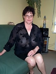 This big titted mature slut luvs toying with herself