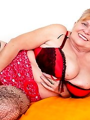 Huge breated mature mama showing her naughty ways
