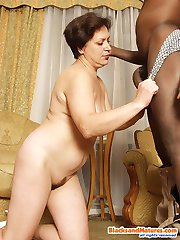 Cock-hungry milf pleases meaty black pecker
