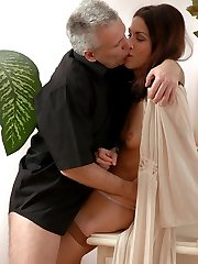 Leggy girl luring her greying lover into hot muff-diving and pussy pounding