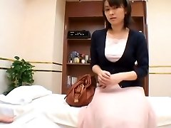 A naughty hump therapist sensually examines his asian patient