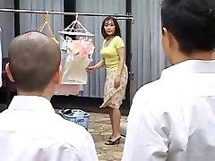 Ht الأم الناضجة الملاعين ابنها أفضل صديق