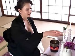 Super-sexy Japanese COUGAR