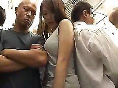 دهشة الفتاة الآسيوية مع شعر كس يحصل مارس الجنس في القطار