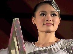 رائع فتاة صينية أداء الموت متحديا حيلة