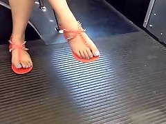 נסתרת אסיה הרגליים ואת הרגליים באוטובוס